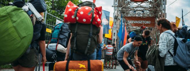 Hoe reis je het makkelijkst naar buitenlandse festivals?