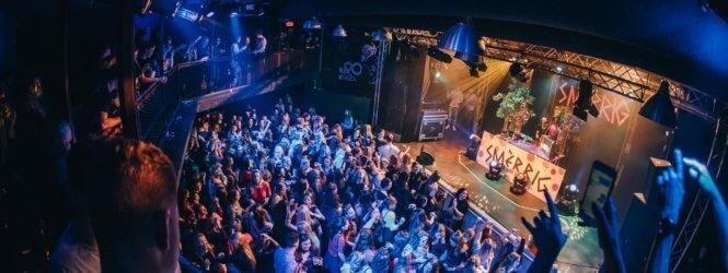 Report: Smèrrig – Grote Gladde Glitter Tour | De Pul, Uden