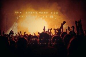 Is het gemakkelijk aan te sluiten op concerten